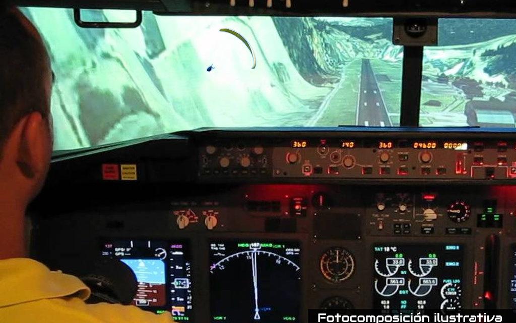 Boeing 737-800 pasa a 100 metros de parapente
