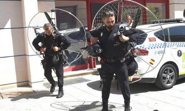 MARBELLA PRESENTA LA PRIMERA UNIDAD POLICIAL EN PARAMOTOR DE ESPAÑA